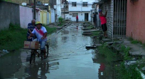 Obras paralisadas causam transtornos para moradores de Olinda