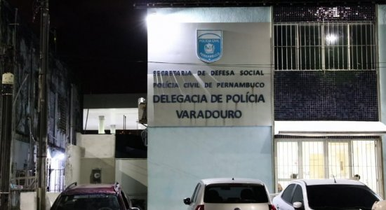 Ônibus é alvo de assaltante em Olinda, no Grande Recife