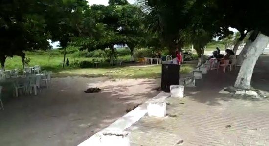 Vídeo: moradores reclamam de estrutura da orla do Janga, na RMR