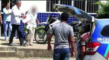O idoso foi detido e agredido pela população