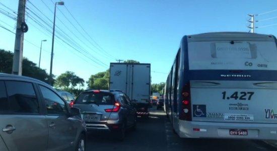 Vídeo: obras na Cruz Cabugá atrapalham trânsito no Recife