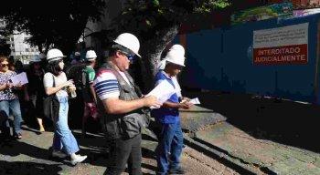 Engenheiros e arquitetos voluntários em visita ao Holiday
