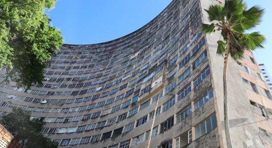 Moradores de Boa Viagem flagram saques no Edifício Holiday