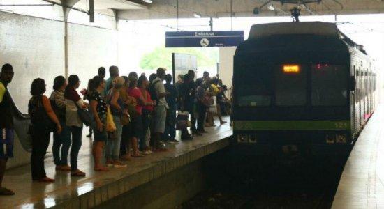 Passageiros reclamam de aumento na passagem do metrô no Recife