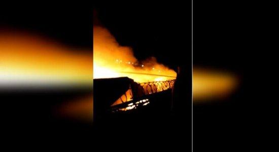 Incêndio atinge parte da Feira da Sulanca em Caruaru