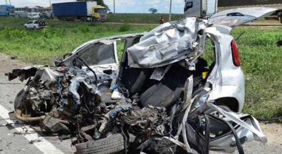 Lutador de MMA morre em acidente entre carro e carreta na BR-423