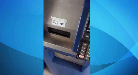 Máquina de recarga do VEM só aceita cartão de crédito, dizem usuários