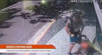 Uma câmera de segurança registrou a agressão