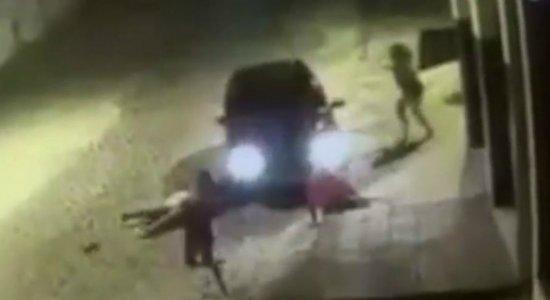 Vídeo mostra carro atropelando 4 pessoas em Vitória de Santo Antão