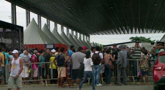 Ceasa: Populares fecham a BR-101 em protesto no Recife