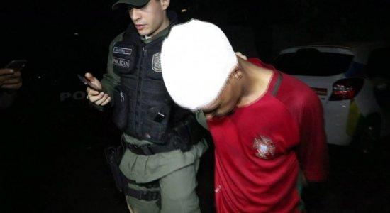 Jovem é espancado após assaltar farmácia nas Graças