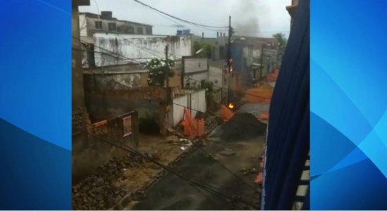 Moradores denunciam perigo em postes de energia na Zona Sul do Recife