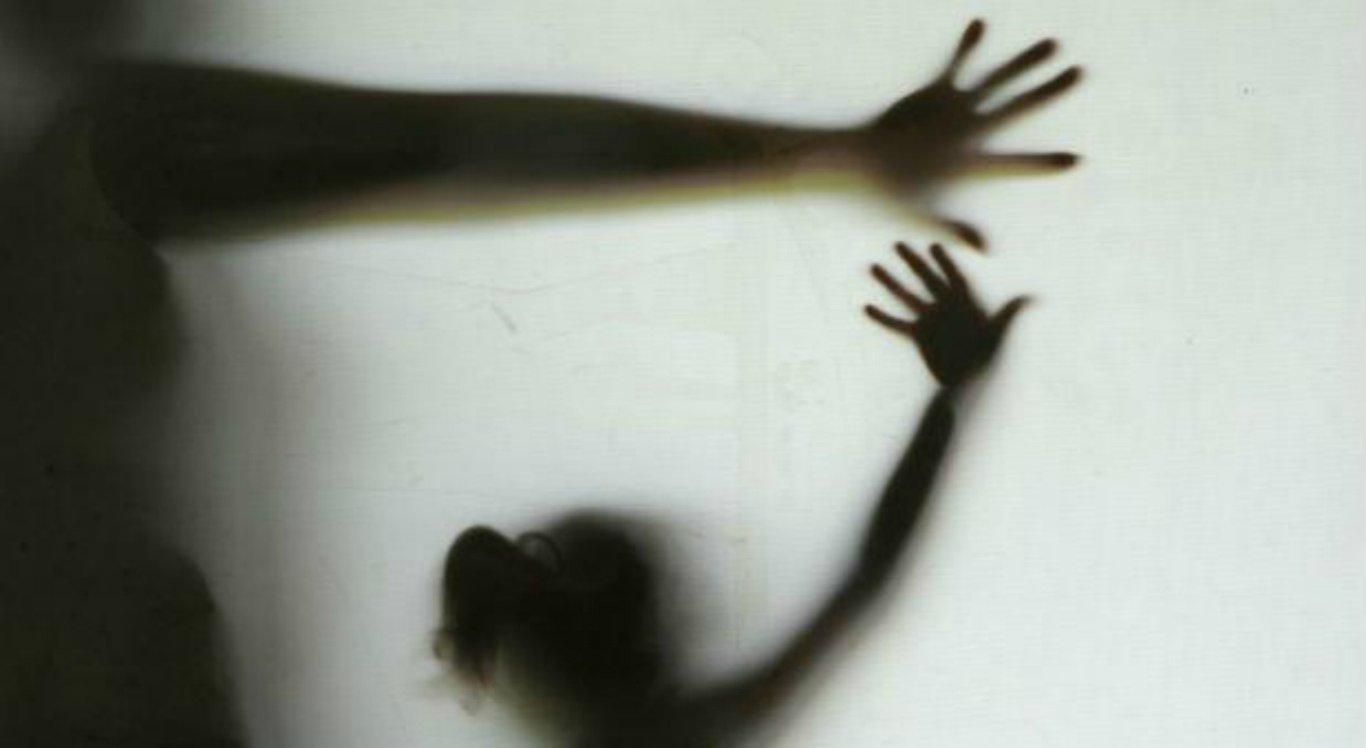 O suspeito esperou a menina ficar sozinha para abordá-la
