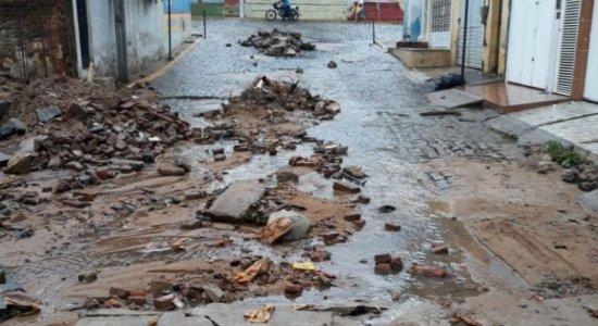 Chuvas fortes estragam calçamento de ruas de Tabira, no Sertão
