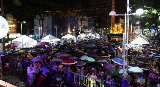 Festival da Seresta anima recifenses na Praça do Arsenal