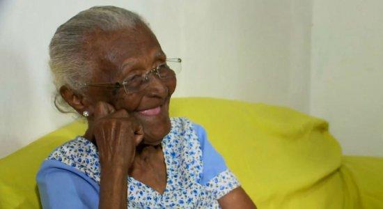 Aos 115 anos, matriarca comemora Dia das Mães com sorriso no rosto