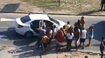 Carro do músico foi alvo de tiros