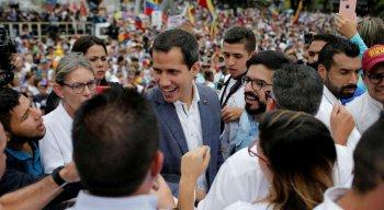 Guaidó discursou para dezenas de pessoas em uma praça da zona leste de Caracas e reiterou que mantém com governos aliados