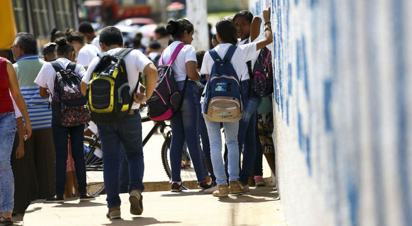 Presidente de fundação diz que escola é fundamental no combante ao abuso sexual