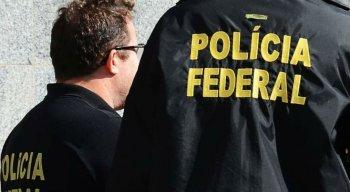 A operação conta com 60 policiais federais e 10 servidores da Receita Federal