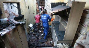 Casa onde aconteceu a explosão de gás ficou bastante destruída