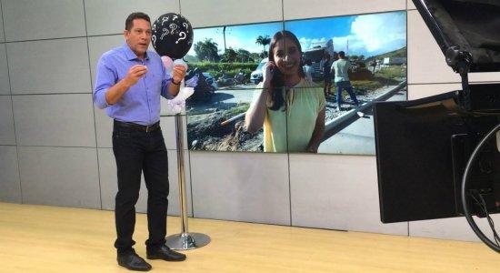 Apresentador da TV Jornal revela sexo de bebê de repórter ao vivo