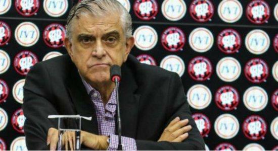 Presidente do Athletico Paranaense humilha jornalista em entrevista