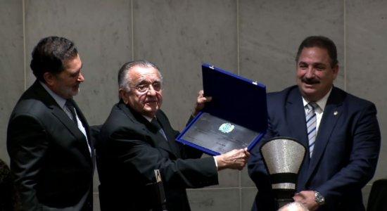 Jornal do Commercio recebe homenagens pelos 100 anos de existência