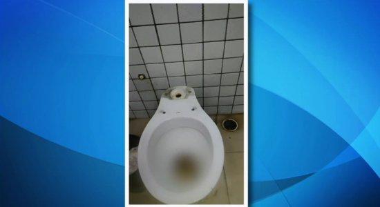 Vídeo: passageiros denunciam descaso em banheiro de terminal integrado