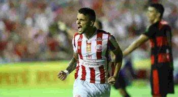 Odilávio comemora primeiro gol do alvirrubro no jogo