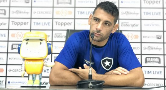 Diego Souza enaltece novo treinador e minimiza jejum de gols