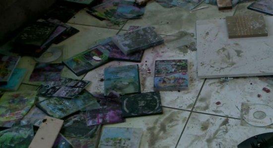Abuso sexual: Seringa, lubrificante e fotos achadas em casa de síndico