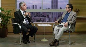 Antônio Lavareda conversa com o reitor da UFPE, Anísio Brasileiro