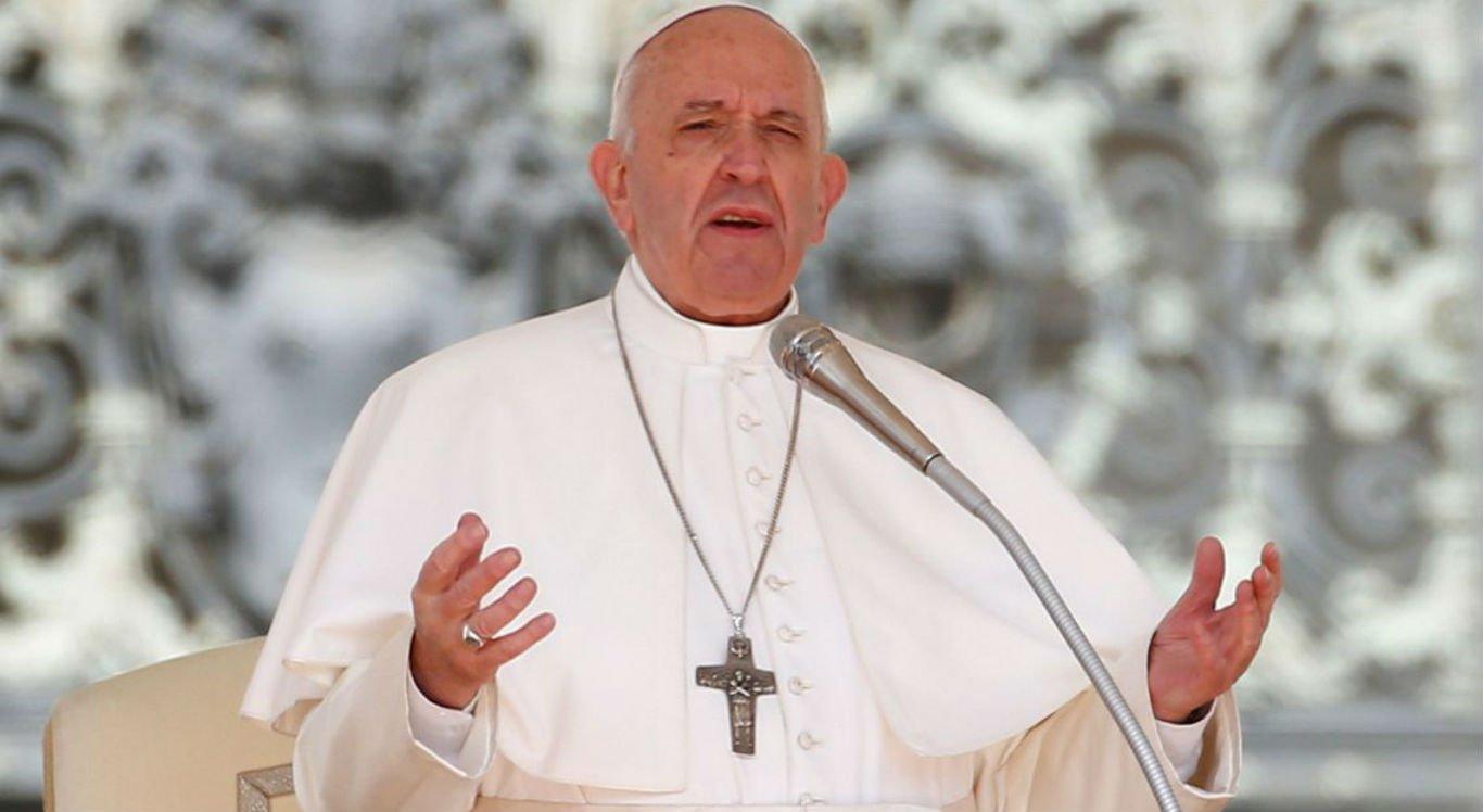 O papa pediu que os jornalistas evitassem noticias falsas.