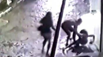 O crime foi flagrado por câmeras