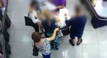 Mulher foi furtada enquanto estava no caixa
