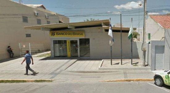 Grupo invade Banco do Brasil e explode caixas eletrônicos em Venturosa