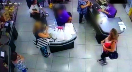 Mulher flagrada furtando em loja em Setúbal já tem passagem na polícia