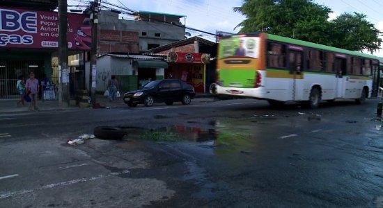 Problemas na Avenida Beberibe prejudicam moradores e motoristas