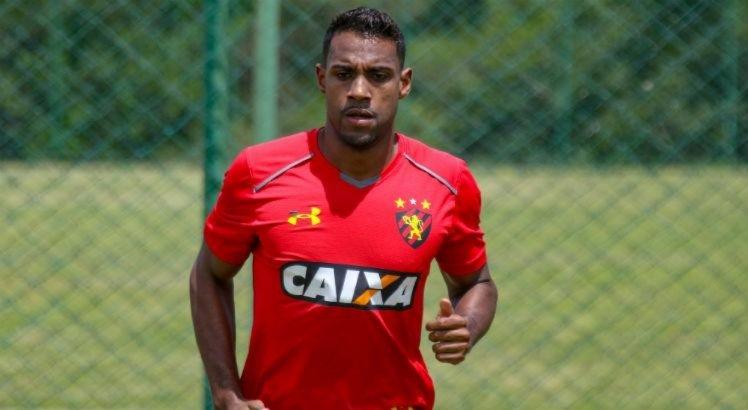 João Igor chegou ao Sport por empréstimo do Santos até o final do Campeonato Pernambucano, mas teve o contrato prorrogado até o fim de 2019.