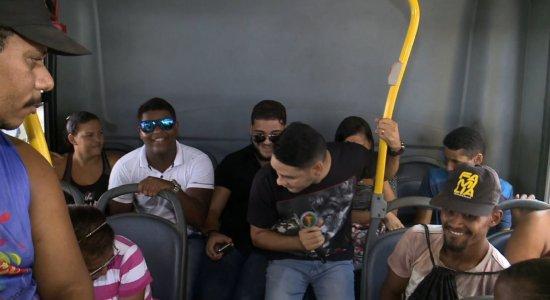 Jota Júnior foi conferir o que a galera acha de som alto nos ônibus