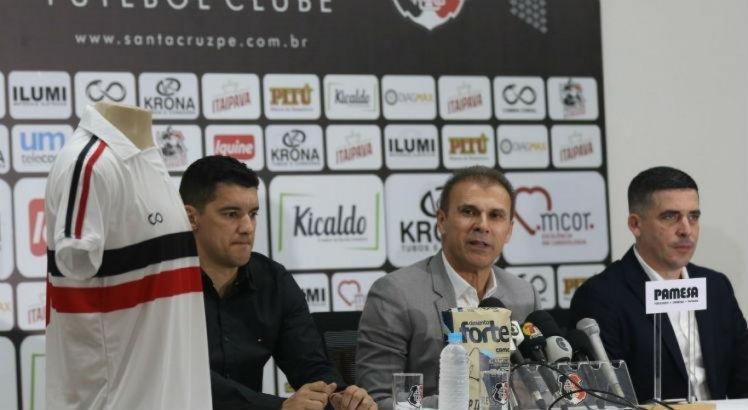 Presidente do Santa Cruz explica contrato de três anos com Milton Mendes