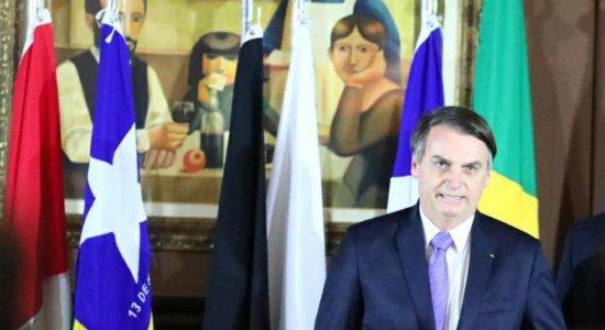 Bolsonaro transmite cargo ao vice-presidente e viaja a Buenos Aires