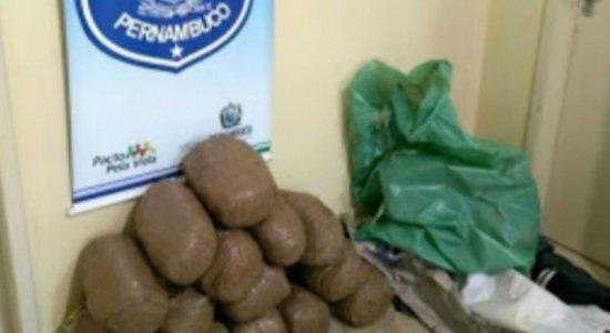 Polícia apreende 16 kg de maconha dentro de esgoto em Pesqueira