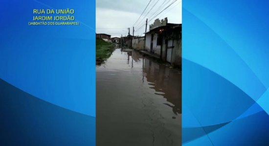 Vídeos: chuvas alagam parte da Região Metropolitana do Recife; confira