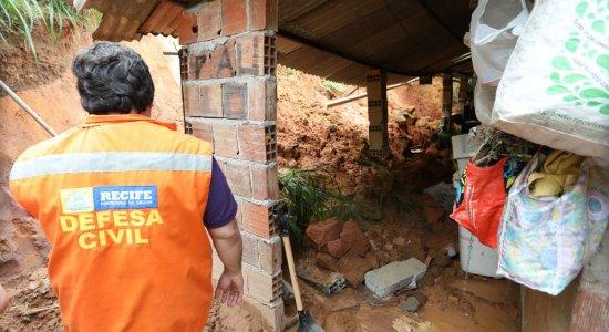 Chuva provoca deslizamento de barreira em Nova Descoberta