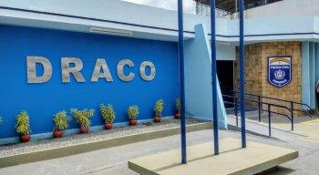 Todos os presos, juntamente com o material apreendido, foram levados para a DRACO