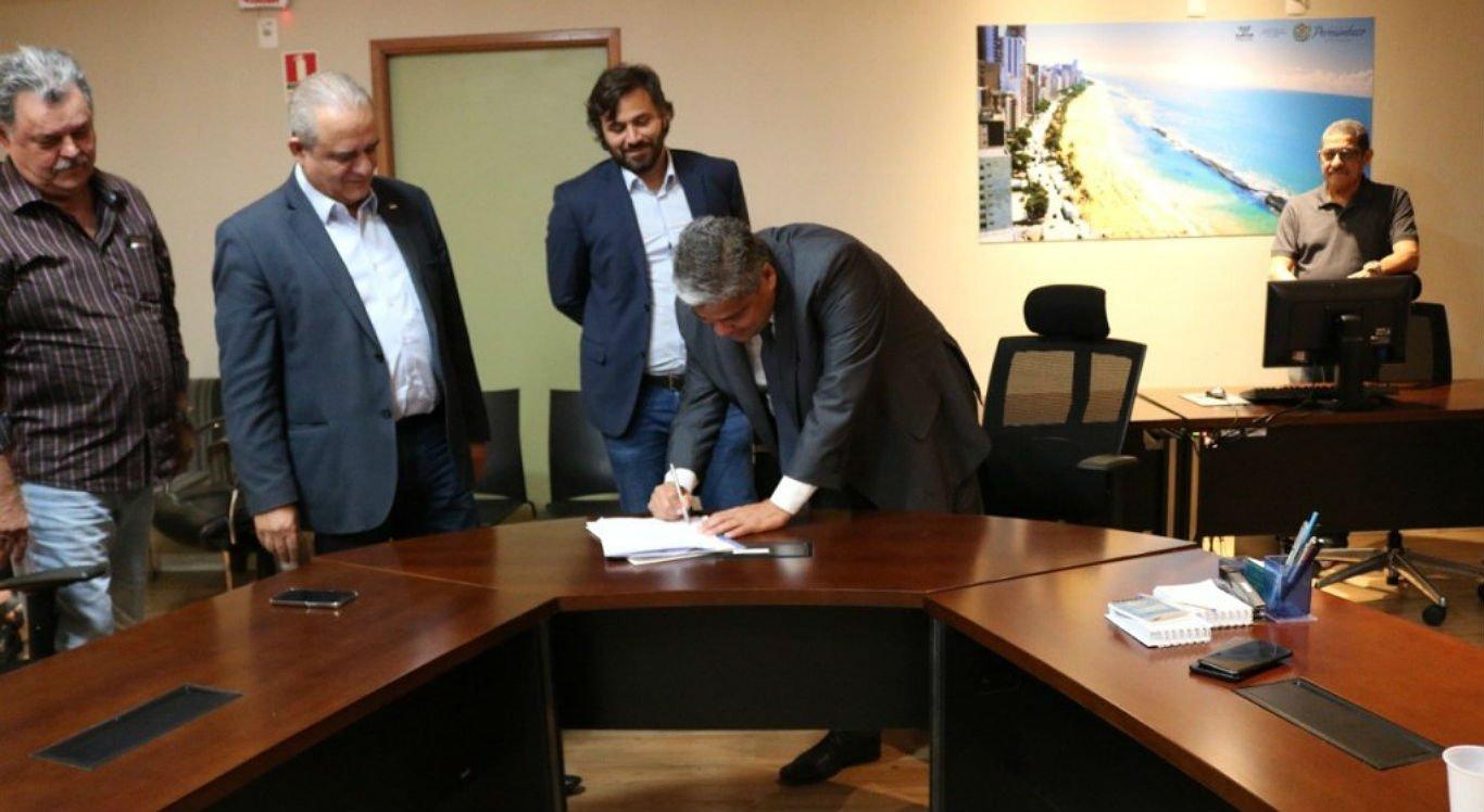 Nova ordem de serviço para reforma do prédio do antigo açougue público foi assinada nessa segunda-feira (27)
