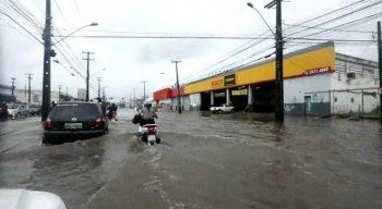 A Avenida Mascarenhas de Moraes, no bairro da Imbiribeira, mais uma vez foi uma das mais prejudicadas