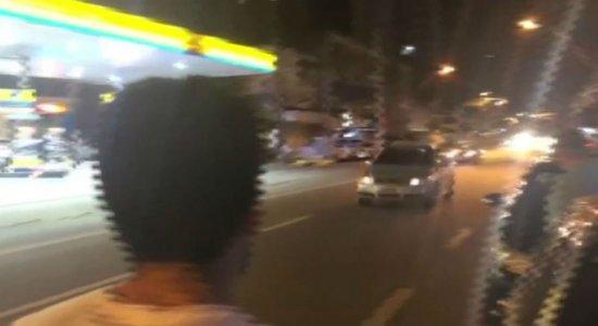 Motoristas fazem pega na Avenida Conselheiro Aguiar